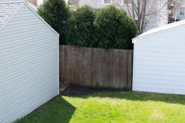 Empty space between garage and fence